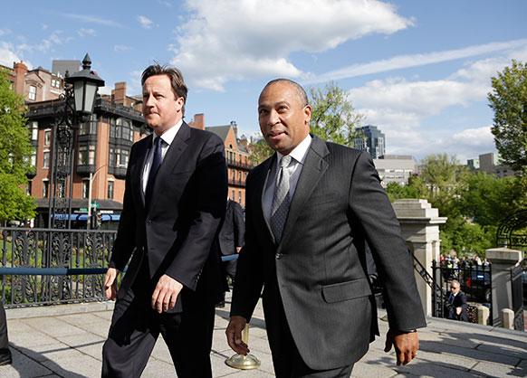 अमेरिका : बोस्टन में मेसाचुसेट्स के गवर्नर डेवल पैट्रिक के साथ ब्रिटिश प्रधानमंत्री डेविड कैमरुन।