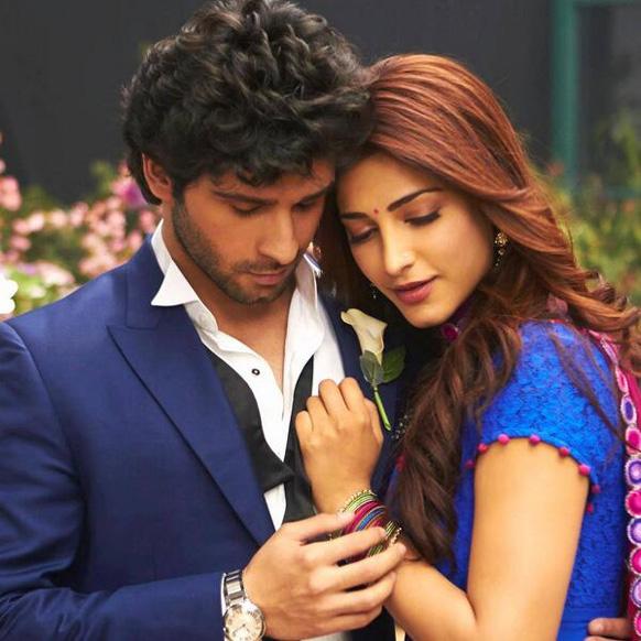 फिल्म रमैया वस्ता वैया में अभिनेता गिरीश कुमार और अदाकारा श्रुति हासन।