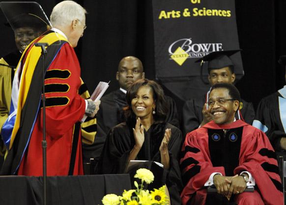 बोवाई स्टेट विश्वविद्यालय के एक कार्यक्रम में अमेरिका की प्रथम महिला मिशेल ओबामा।