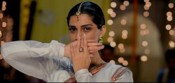 फिल्म 'रांझाणा' के सीन में सोनम कपूर।
