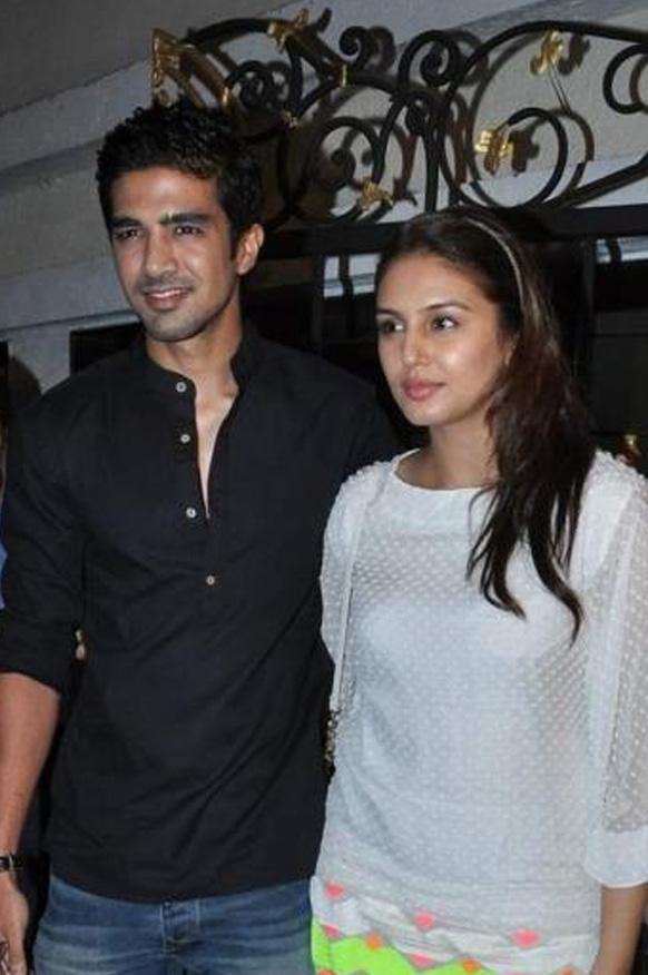 फिल्म निर्माता करण जौहर के जन्मदिन के मौके पर अभिनेत्री हुमा कुरैशी एवं साकिब सलीम।
