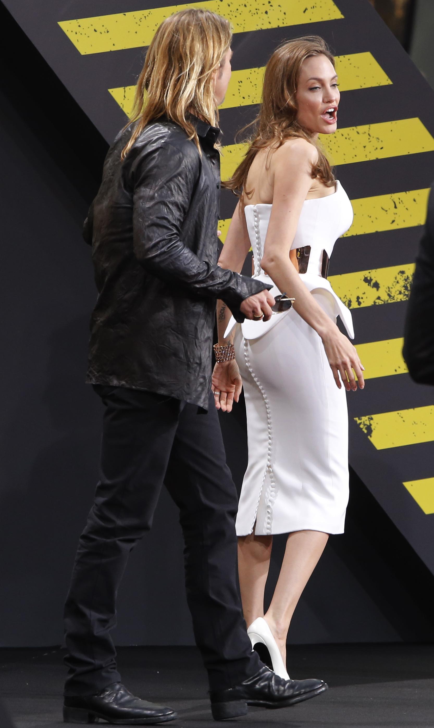 यूए अभिनेत्री एंजेलिना जोली जर्मनी में फिल्म 'वर्ल्ड वार जेड' के प्रीमियर में अभिनेता ब्रैड पिट के साथ पहुंची।