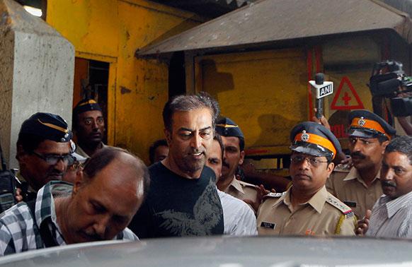 स्पॉट फिक्सिंग मामले बेल मिलने पर जेल से बाहर निकलते विंदू दारा सिंह।