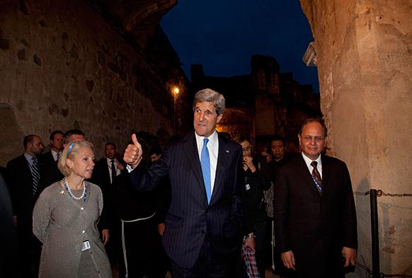 अमेरिकी विदेश मंत्री जॉन कैरी सैन फ्रांसिसको में।