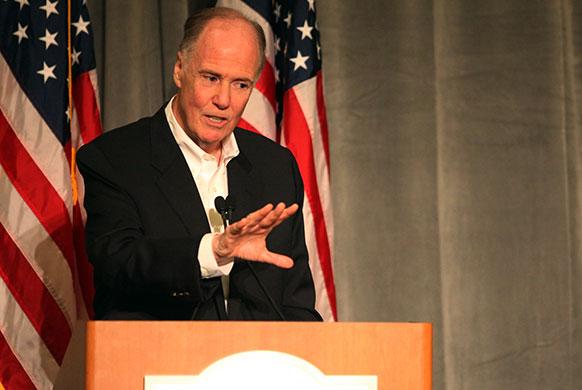 कैलिफ में मीडिया से बात करते राष्ट्रीय सुरक्षा सलाहकार टॉम डॉनीलोन।