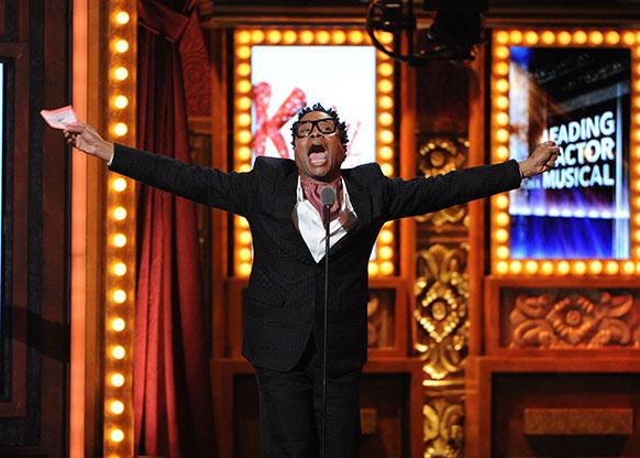 न्यूयॉर्क में 67 वार्षिक टोनी अवॉर्ड में बेस्ट एक्टर का अवॉर्ड ग्रहण करते बिली पोर्टर।