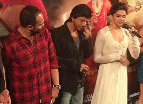 फिल्म चेन्नई एक्सप्रेस के ट्रेलर की लांचिंग के मौके पर शाहरूख खान, दीपिका पादुकोण और रोहित शेट्टी। (फोटो सौजन्य : फिल्मफेयर)।