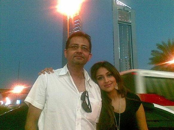 अभिनेत्री आरति चबरिया अपने पापा के साथ।