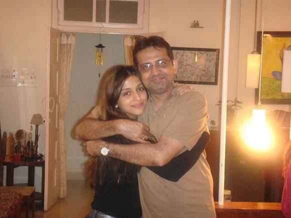 आरति चबरिया अपने पापा के साथ।