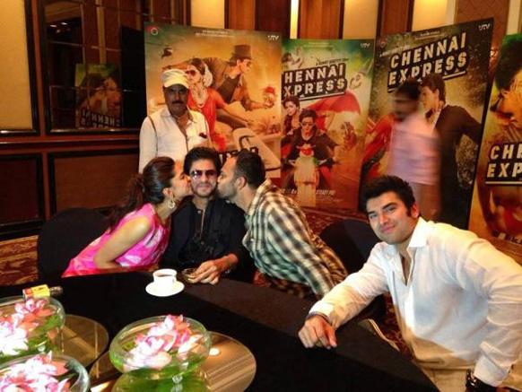 फिल्म 'चेन्नई एक्सप्रेस' के प्रमोशन में जुटे दीपिका पादुकोण, शाहरूख खान और रोहित शेट्टी।