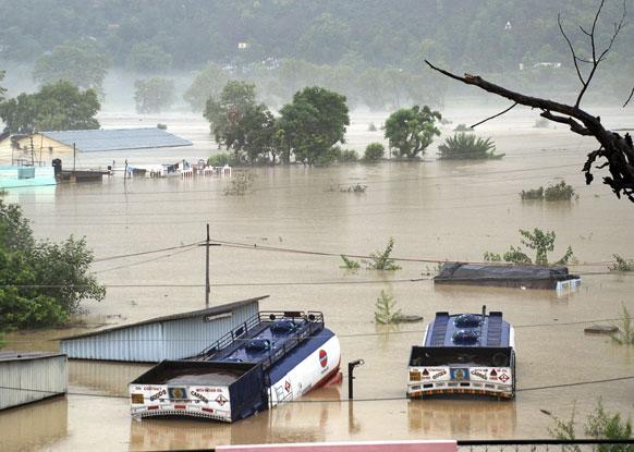 उत्तराखंड के भगीरथी नदी का पानी श्रीनगर में जा पहुंचा जिससे कई इलाके जलमग्न हो गए।