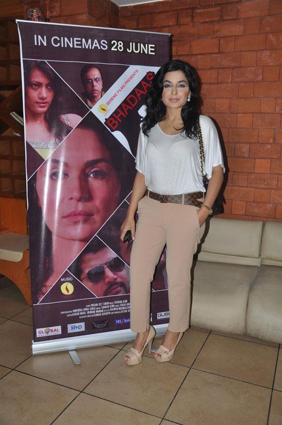 'भड़ास' एक साइको थ्रीलर फिल्म है और मीरा इसमें मुख्य भूमिका में हैं।