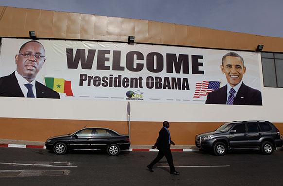 सेनेगल में अमेरिकी राष्ट्रपति बराक ओबामा के स्वागत के लिए लगा तस्वीर।