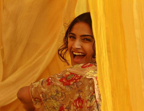 फिल्म भाग मिलखा भाग के एक दृश्य में अभिनेत्री सोनम कपूर।