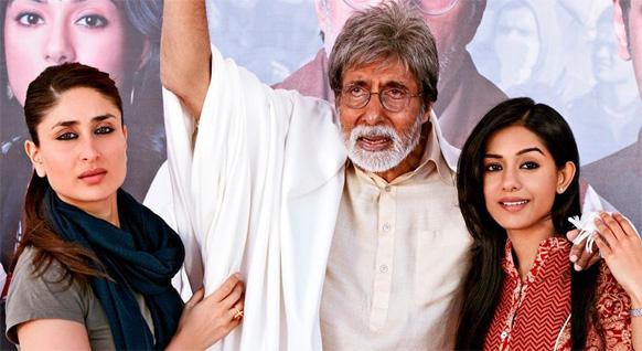 फिल्म सत्याग्रह के सेट पर अभिनेत्री करीना कपूर, अमिताभ बच्चन और अमृता राव।