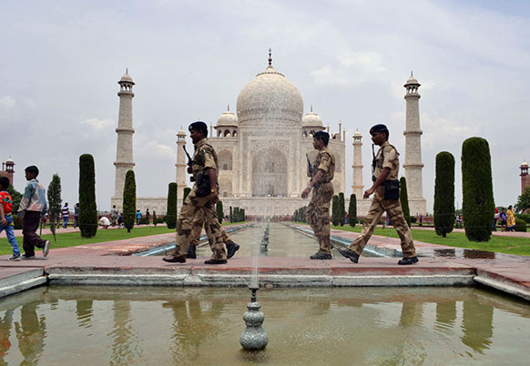 बोधगया में आतंकी हमले के बाद आगरा में ताजमहल की सुरक्षा भी बढ़ दी गई।