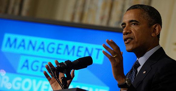 अमेरिकी राष्ट्रपति बराक ओबामा वाशिंगटन के व्हाइट हाउस में संबोधित करते हुए।