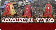 फाइल फोटो: ओडिशा के पुरी में भगवान जगन्नाथ मंदिर के सामने भगवान हनुमान जी के वेशभूषा में एक श्रद्धालु।