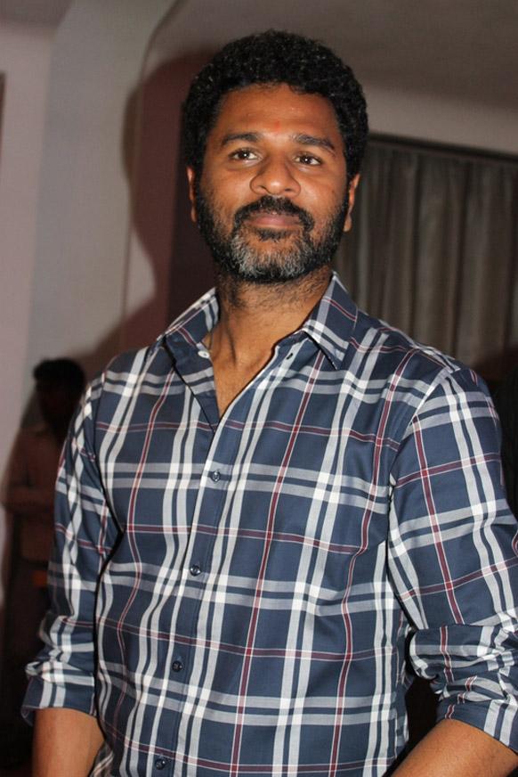 डायरेक्टर के रुप में रमैय्या वस्तावैय्या प्रभुदेवा की दूसरी फिल्म है, इससे पहले 'एबीसीडीः एनीबॉडी केन डांस' फिल्म बनाई थी।