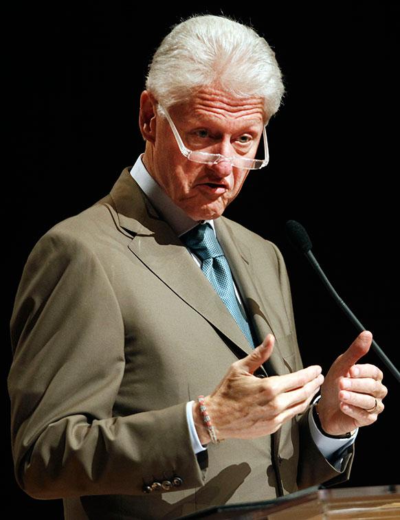 साउन जुआ में ऊर्जा के संरक्षण पर अपने विचार जाहिर करते पूर्व अमेरिकी राष्ट्रपति बिल क्लिंटन।