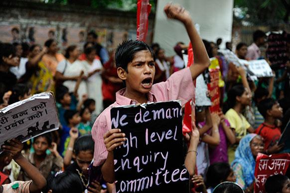 नई दिल्ली में प्रदर्शन करते बचपन बचाओ आंदोलन के कार्यकर्ता एवं बच्चे।