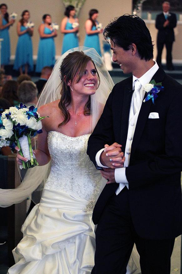कोलोराडो के एक चर्च में शादी करने के बाद इयूगेनी एवं क्रिस्टीन हैन।