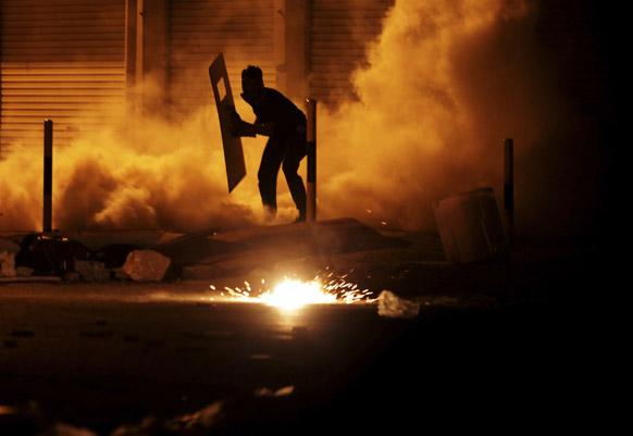 बहरीन के दिराज में सरकार के खिलाफ जारी विरोध-प्रदर्शन।