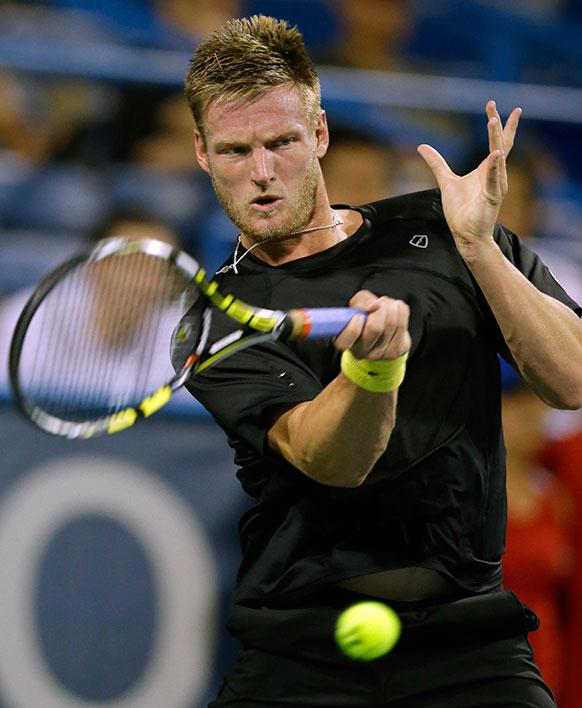 सिटी ओपन टेनिस टूर्नामेंट में टेनिस खिलाड़ी सैमुअल ग्रोथ शॉट खेलते हुए।