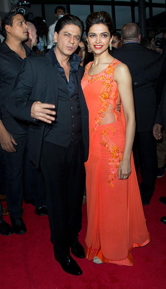 लंदन में अपनी फिल्म चेन्नई एक्सप्रेस के लॉन्च के दौरान शाहरूख खान और दीपिका पादुकोण।