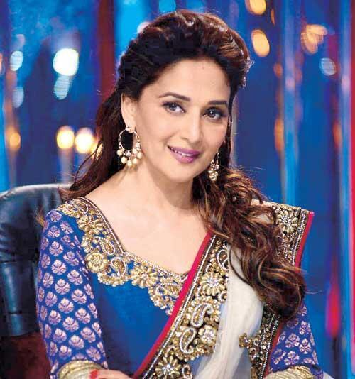 झलक दिखला जा के सेट पर अभिनेत्री माधुरी दीक्षित (तस्वीर सौजन्य: @MadhuriDixit1)