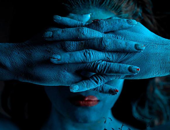 बॉलीवुड अदाकारा वीणा मलिक ने अपने पूरे शरीर पर पेटिंग कराई जिसके कई आयाम दिख रहे है।