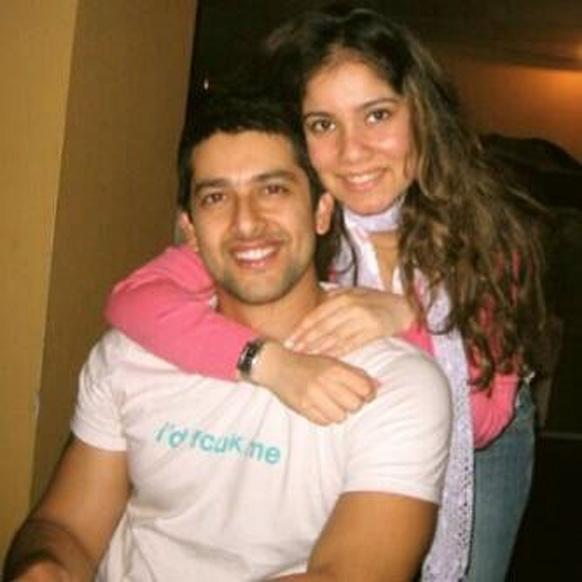 अभिनेता आफताब शिदासानी अपनी बहन अफसाना वर्मा के साथ (तस्वीर सौजन्य: @Aftab_ps)