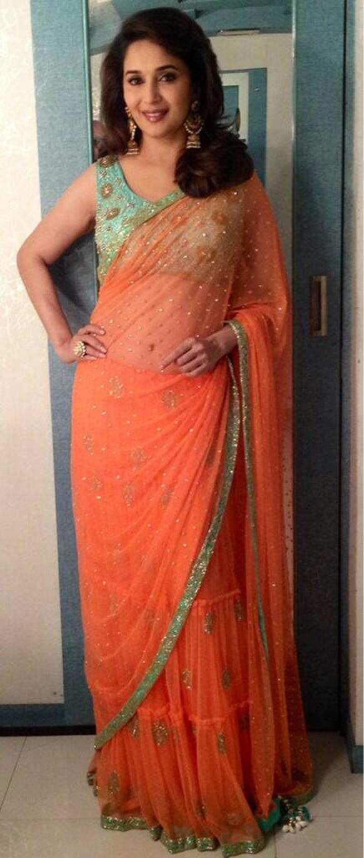 एक डांस रियलिटी शो के ग्रीन रूम में अभिनेत्री माधुरी दीक्षित (तस्वीर सौजन्य:@MadhuriDixit1)