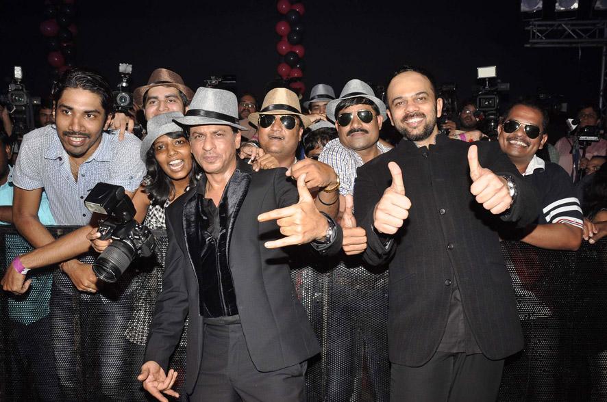 'चेन्नई एक्सप्रेस'  की रिकॉर्ड कमाई पर आयोजित पार्टी में फिल्म अभिनेता शाहरुख खान।