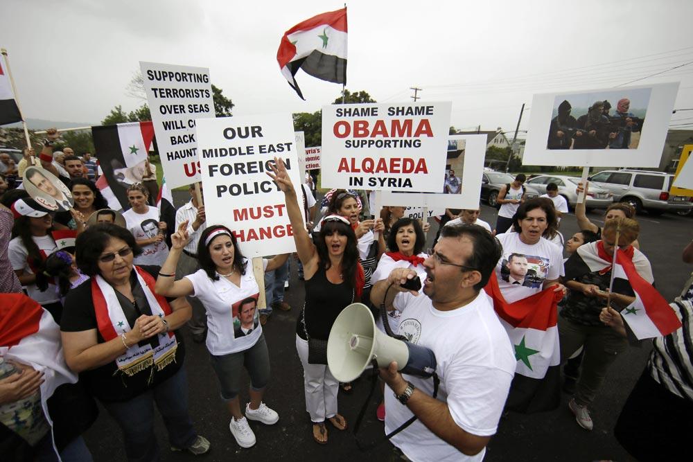 सीरिया में अमेरिका के खिलाफ प्रदर्शन करते सीरिया के लोकल समुदाय के लोग।
