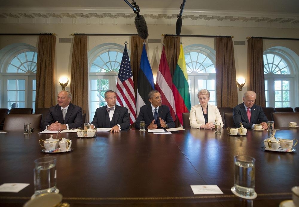 बराक ओबामा मीडिया को संबोधित करते हुए।