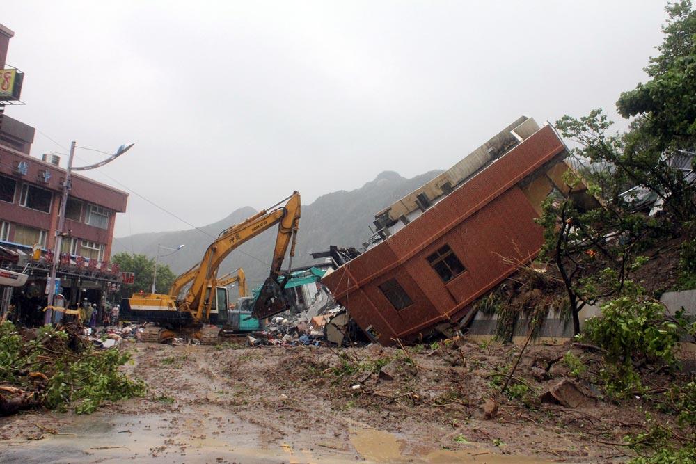 ताइवान में बाढ़ से मची तबाही का एक दृश्य।