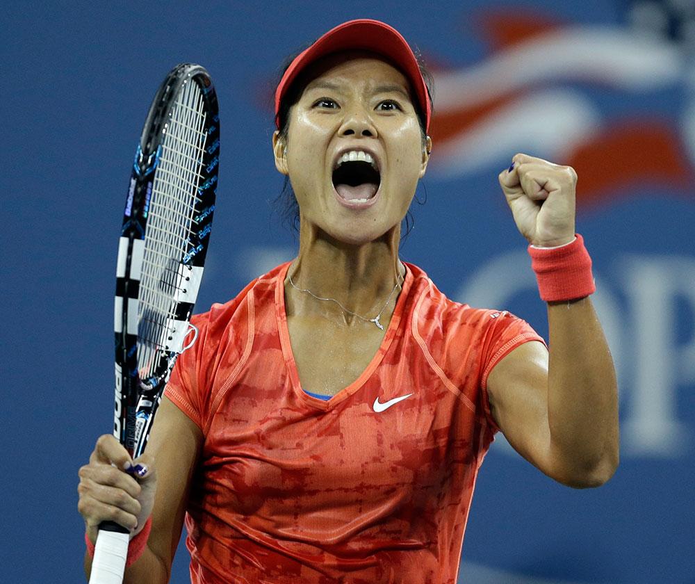 यूएस ओपन में चौथा राउंड मैच जीतने के बाद चीन की ली ना ने इस तरह खुशी का इजहार किया।