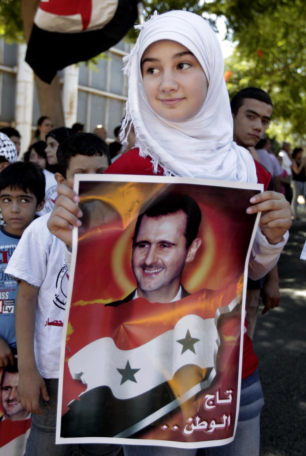 बेरूत में सीरियाई राष्ट्रपति बशर अल असद की एक प्रशंसक।