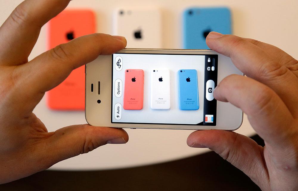 एप्पल ने मंगलवार को अपना नया आईफोन 5सी लॉन्च किया।
