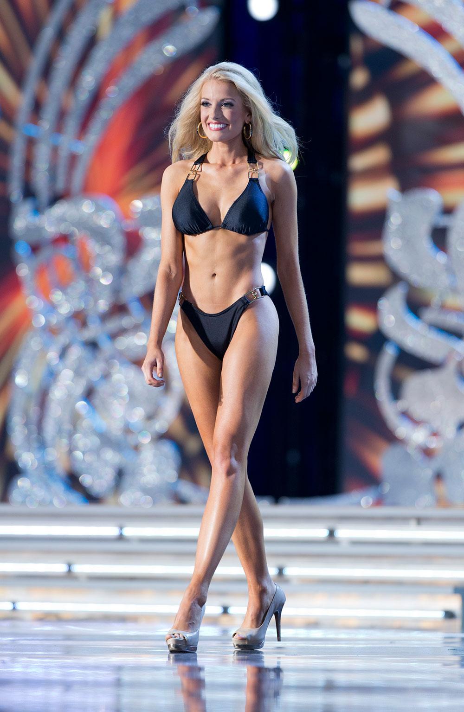 अमेरिका: अटलांटिक सिटी में मिस अमेरिका पीजेंट के प्रीलिमनरी राउंड के पहले दौर के स्विमसूट प्रतियोगिता के दौरान शिरकत करती हुईं मिस मिसीसिपी चेल्सिया रिक।
