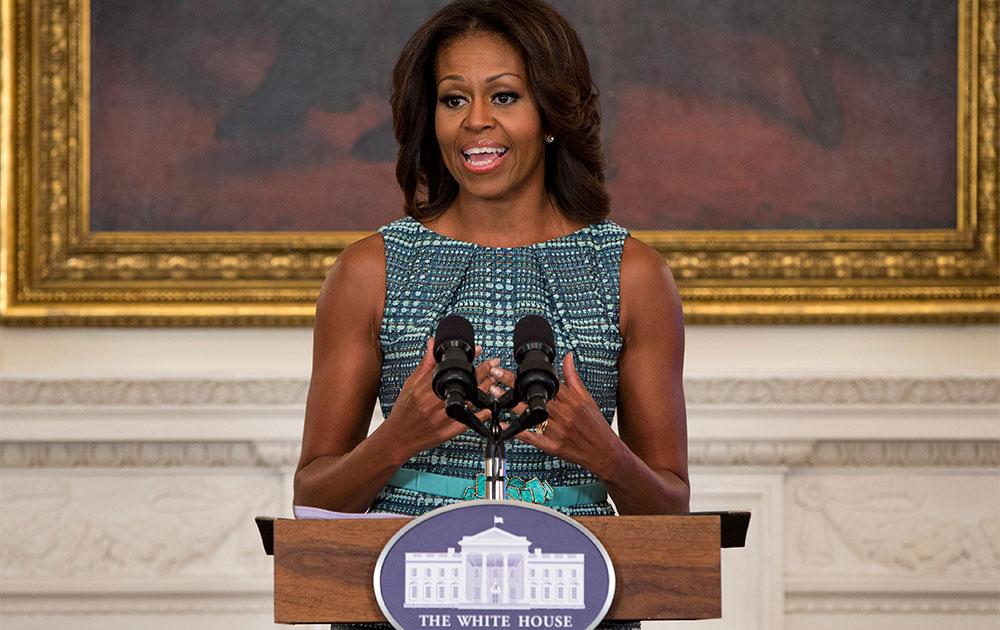 वाशिंगटन के व्हाइट हाउस में फूड मार्केटिंग विषय पर बच्चों से मुखातिब होती प्रथम अमेरिकी महिला मिशेल ओबामा।