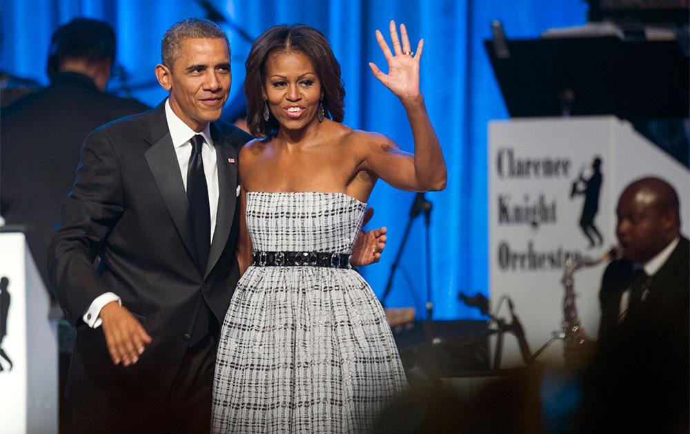 वाशिंगटन में एक समारोह के दौरान अमेरिकी राष्ट्रपति बराक ओबामा और उनकी पत्नी मिशेल ओबामा।