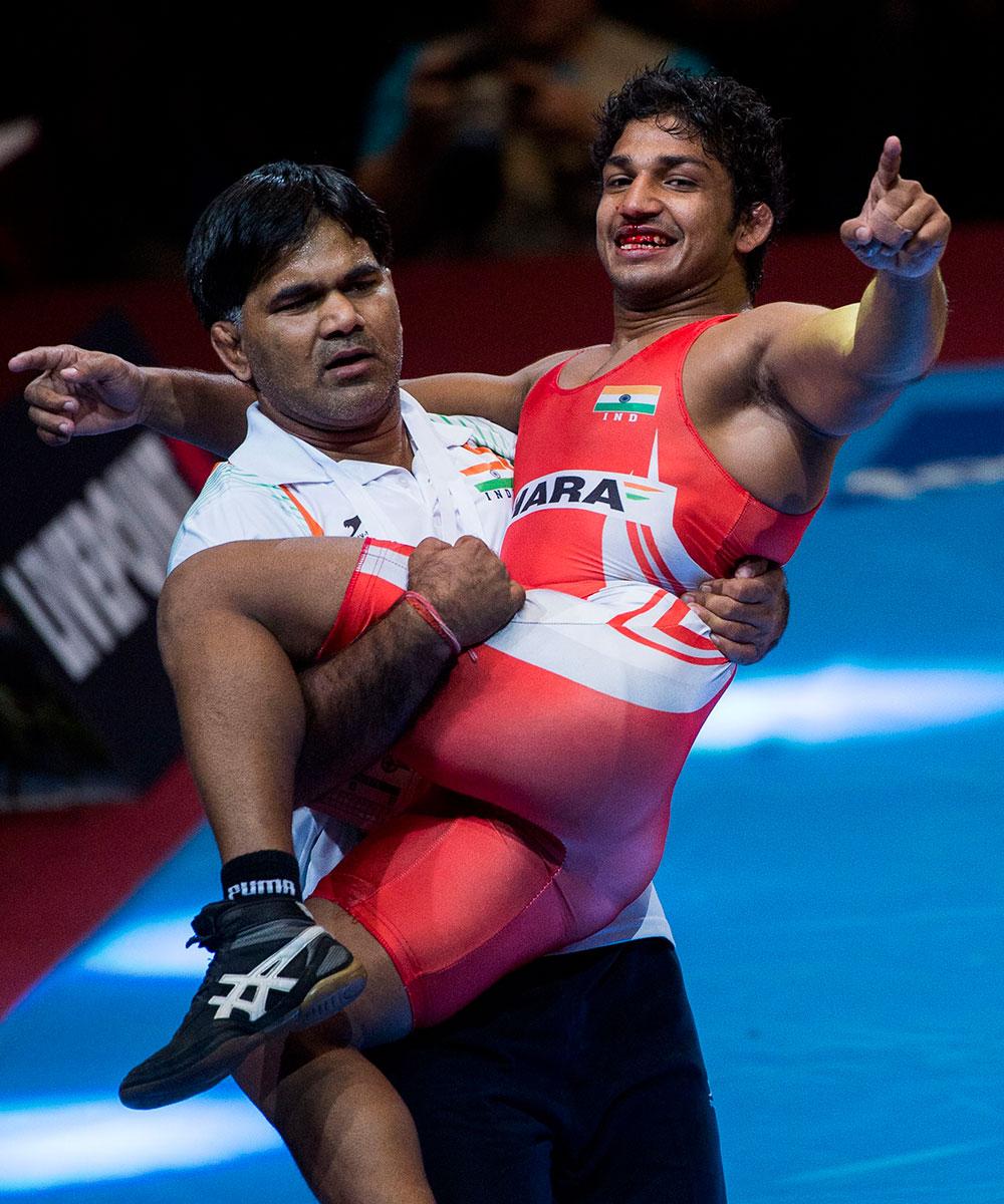 भारत के तुलसी संदीव सर्बिया के माकेसिमोविक को हराने के बाद खुशी जाहिर करते हुए।