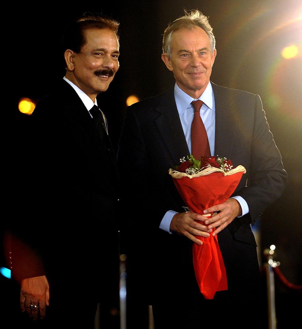 सहारा इंडिया परिवार के मुख्य अभिभावक सुब्रत राय सहारा और ब्रिटेन के पूर्व पीएम टोनी ब्लेयर के साथ एक समारोह के मौके पर।