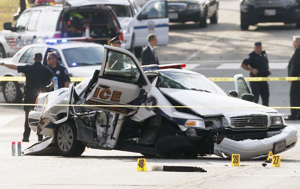 वाशिंगटन में गोलीबारी वाले घटनास्थल पर पुलिस।