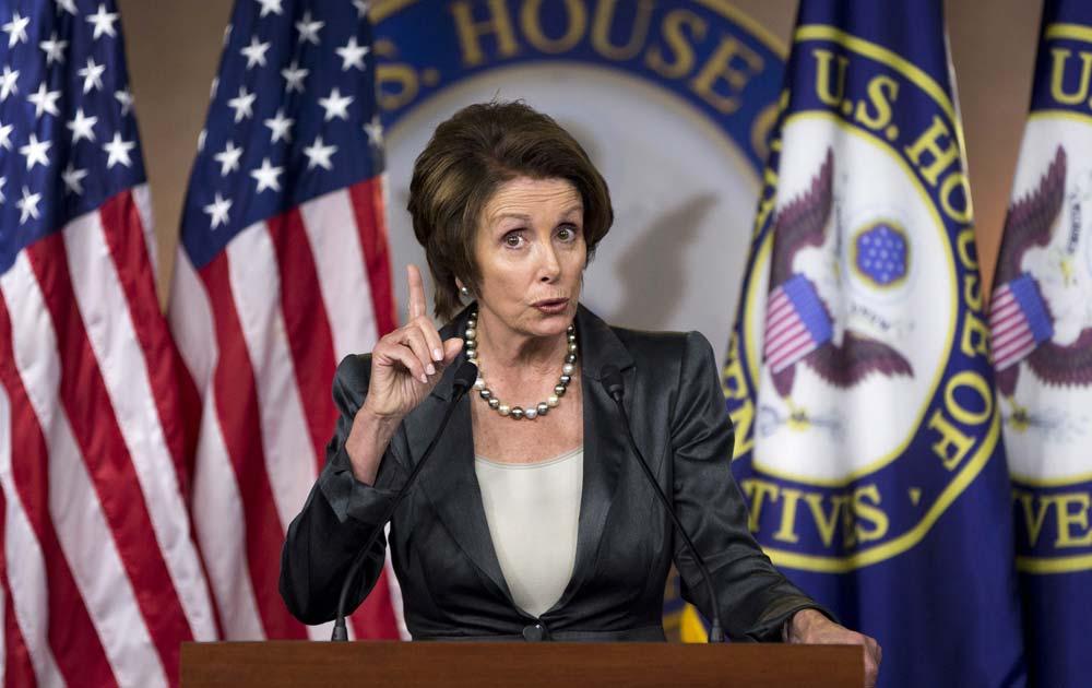 बजट पर बने गतिरोध को लेकर वाशिंगटन में मीडिया से मुखातिब कैलिफ की हाउस माइनारिटी लीडर नैंसी पेलोसी।