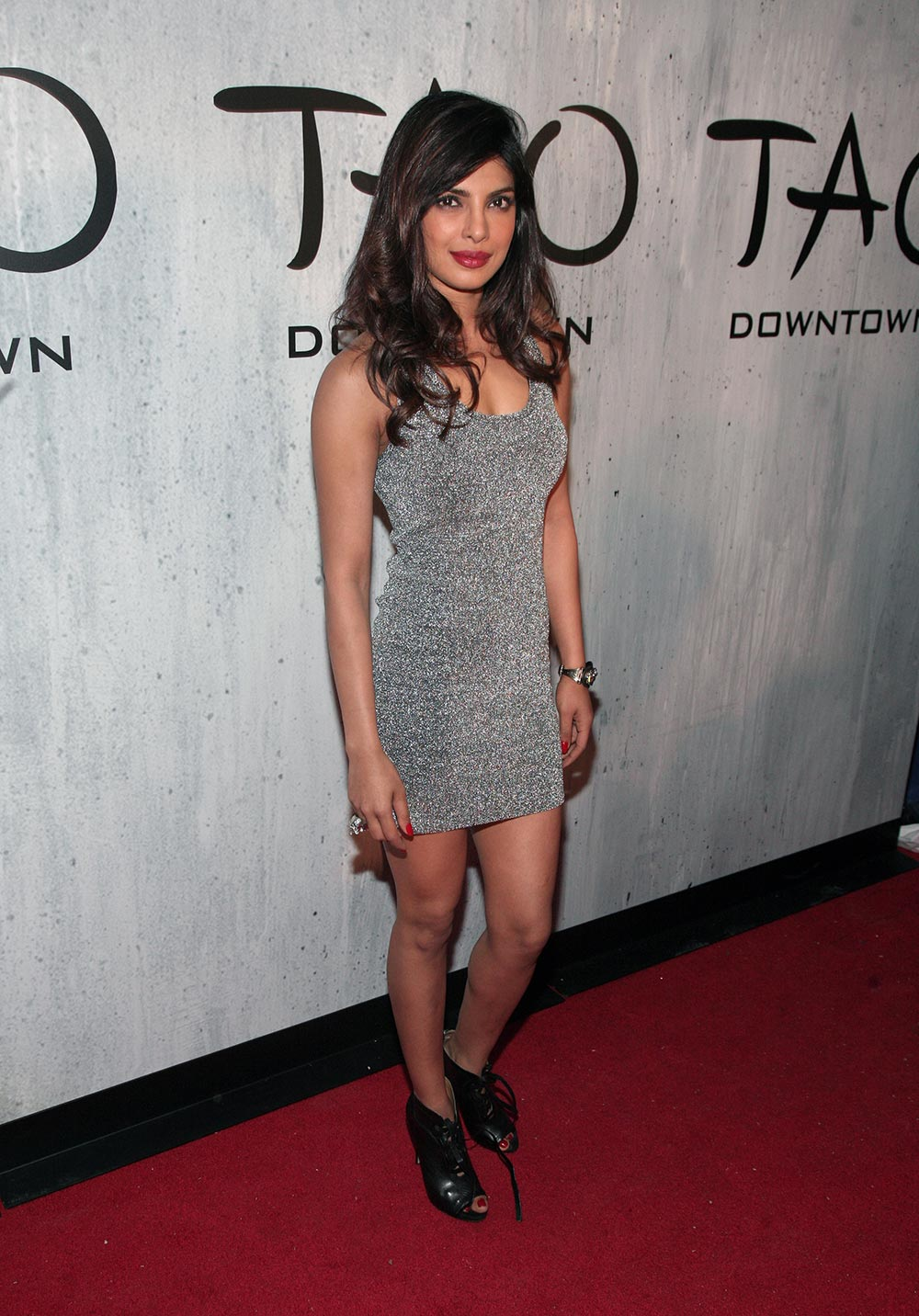 न्यूयॉर्क की एक फिल्मी पार्टी में शिरकत करती अदाकारा प्रियंका।