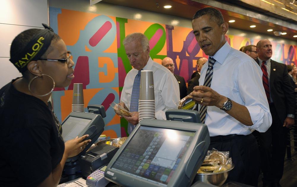 वाशिंगटन की एक दुकान में अमेरिकी राष्ट्रपति बराक ओबामा।