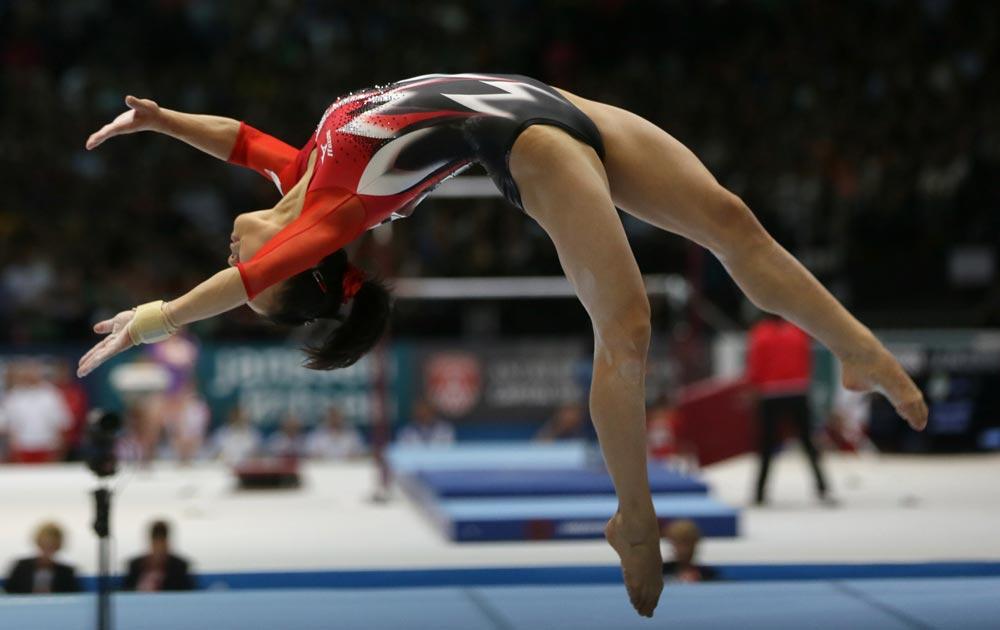 बेल्जियम में आर्टिस्टिक जिमनास्टिक वर्ल्ड चैंपियनशिप के फाइनल में जापान की एथलीट नातसूमी ससादा।